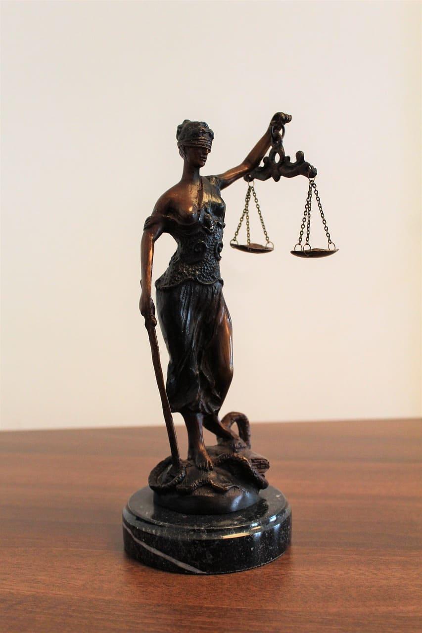 Justitia mit Waage
